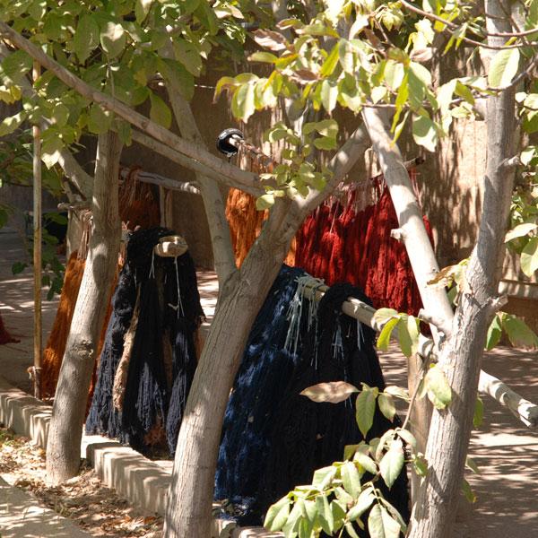 3.) Nach dem Färben muss die Wolle getrocknet werden